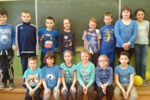 Klasa 2 a wspiera akcję Zaświeć Się Na Niebiesko