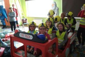 Klasa 3 a odwiedza Straż Pożarną