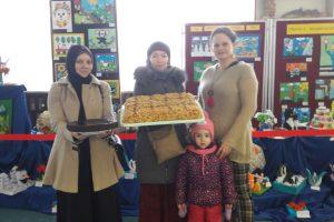 Udział rodziców dzieci z klasy 0b w akcji charytatywnej003