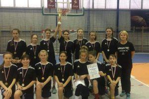 Dziewczęta z klasy 6b –Mistrzyniami województwa podlaskiego w koszykówce.